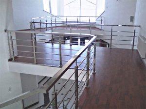 Ограждение лестниц из нержавейки